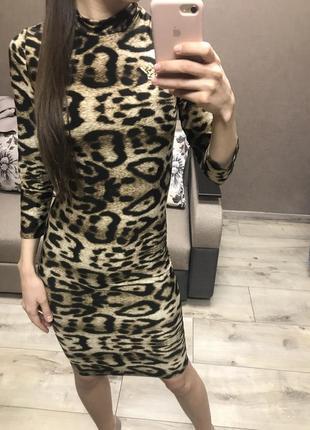 Леопардовое облегающее платье