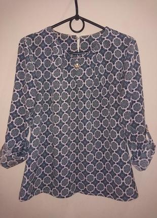 Классная блуза с брошкой