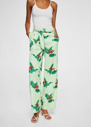 Новые широкие штаны с принтом mango