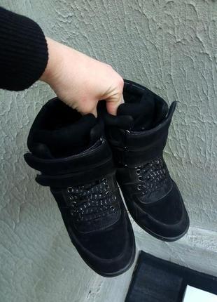Крутые сникерсы, кроссовки от бренда bershka
