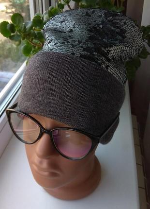 Новая стильная шапочка (на флисе), с паетками, темно-серая