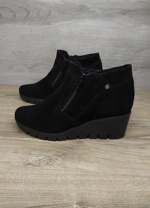 Замшевые ботинки на танкетке  женские , 38  размер , демисезонные ботинки распродажа