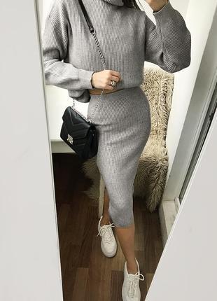 Плотный вязаный серый костюм с юбкой миди, вязаный серый набор - комплект свитер и юбка