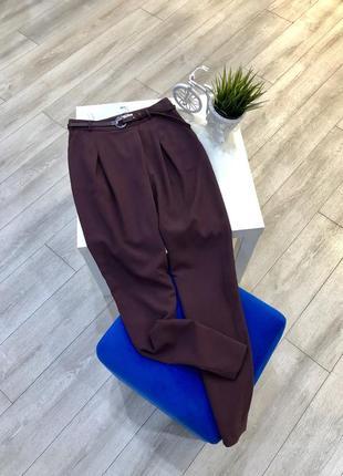 Зауженные брюки бургунди с поясом и высокой посадкой asos, скинни штаны
