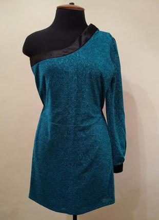 Асиметрична сукня