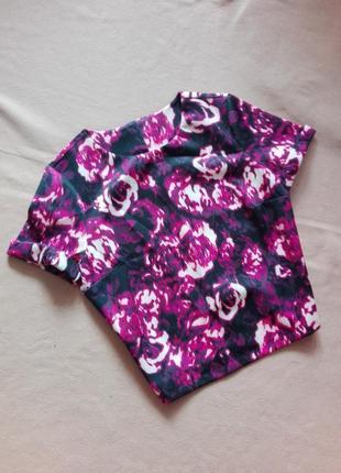 Черная блузка в цветы из тонкого неопрена