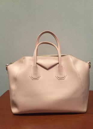 Кожаная сумка модель givenchy