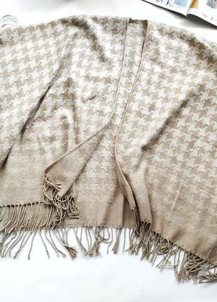 Большой шарф пончо бежевый принт гусиная лапка с бахромой