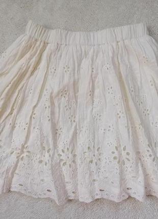 Летняя хлопковая юбка с выбитым вышитым рисунком