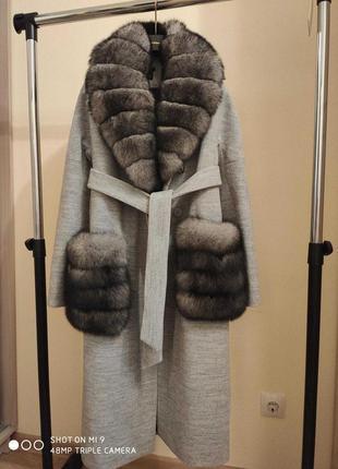 Пальто зимнее с мехом песца