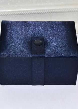 Синяя атласная шкатулка avon