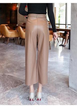 Кожаные брюки бежевого цвета2 фото