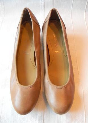 Кожаные туфли на танкетке tamaris р.42 стелька 27,5