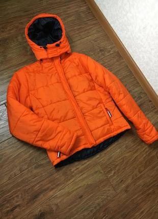 Яркая лыжная куртка, очень теплая