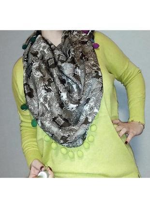 Стильный большой платок с помпонами erfurt