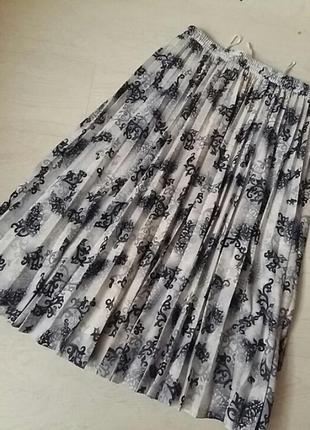 Стильная юбка гофрэ на подкладке.