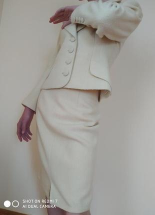 Белый деловой костюм, пиджак + юбка, тонкая пальтовая шерсть