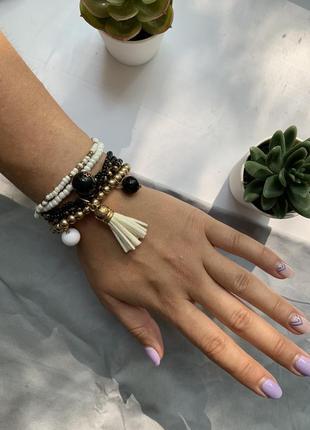 Набор женских браслетов из бисера