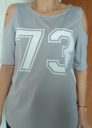 Футболка - майка з відкритими плечима подовжена. напис цифри select