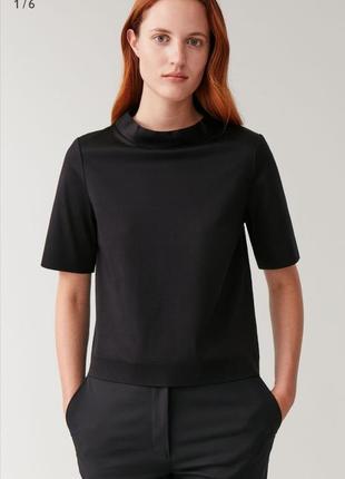 Блуза футболка из плотной ткань воротник стойка cos