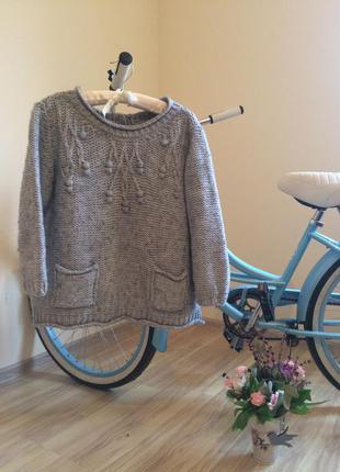Стильный объёмный свитер