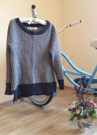 Объёмный свитер с латками