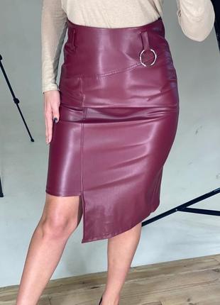 Асимметричная кожаная юбка