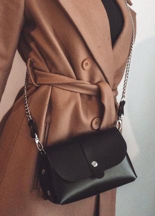 Кожаная сумка orsi на цепочке, ручной работы, черная, глянцевая
