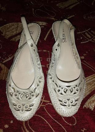 Босоножки туфли кожа на каблучке 40 размер