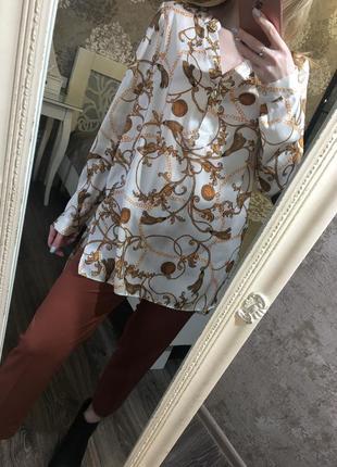 Удлинённая блузка с разрезами