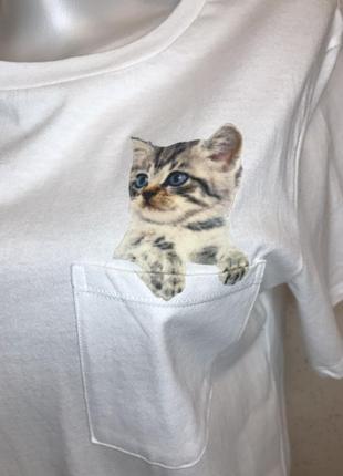 Белая хлопковая футболка с декором котенок
