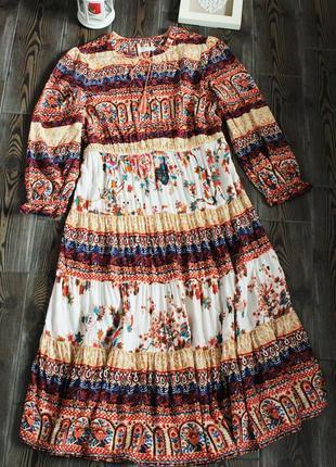 Длинное платье миди с длинным рукавом в стиле бохо этно с рюшами