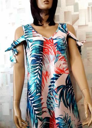 Красивое фактурное платье трапеция с завязками в тропический принт