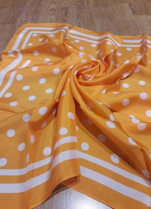 Стильный шелковый платок в горохи.