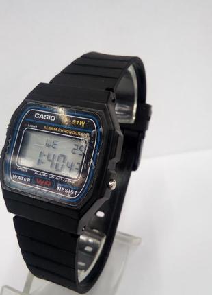 Мужские электронные часы casio на пластиковом ремешке