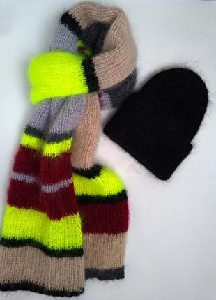 Комплект вязаный шерстяной шарф в полоску и черная шапка мохер