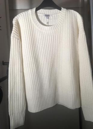 Белоснежный свитерок привезён из европы
