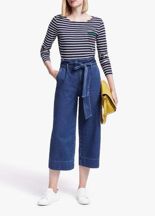 Трендовые джинсовые брюки кюлоты