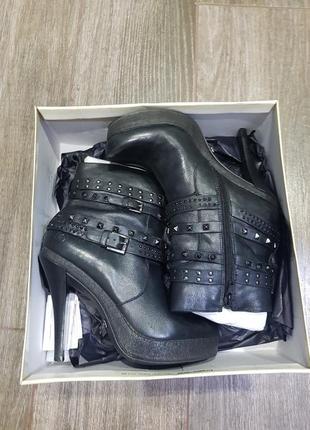 Ботинки, ботильены на каблуке, 38-39 размер, bronx