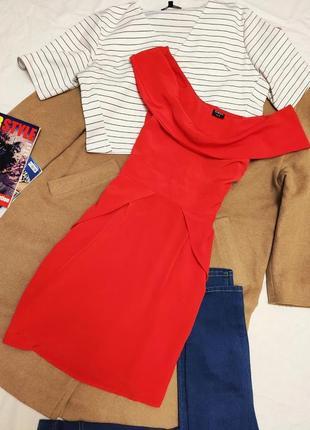 Красное алое платье шифоновое с воланом на груди приоткрыты плечи oasis