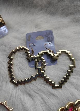 Золотые большие обьемные сережки сердце пиксель гипоаллергенная бижутерия сердечки