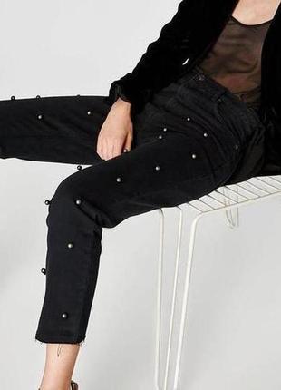 Крутые трендовые джинсы с бусинами и необработаным краем высокая посадка even&odd.