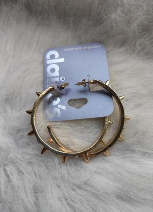 Золотые большие обьемные круглые сережки кольца с шипами камнями гипоаллергенная бижутерия