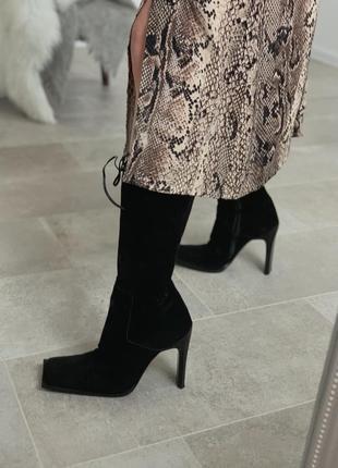 Нереальные 100% замшевые итальянские ботинки с квадратным носком и актуальный каблуком