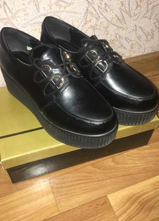Женские кожаные туфли на платформе