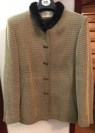 Пиджак, жакет с меховым воротником clars