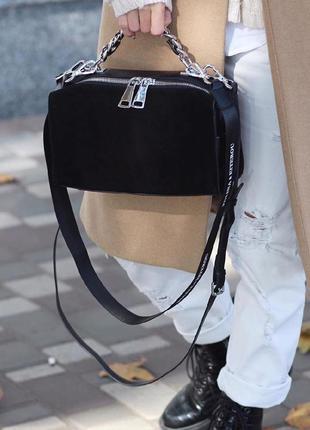 Замшевая сумка с ручкой-цепочкой