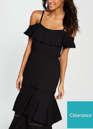 Обалденное платье с открытыми плечами воланами размера s-m