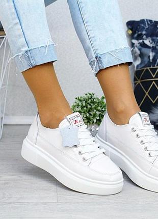 Туфли, мокасины из натуральной кожи белого цвета