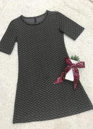 Серое с черным платье трапеция кльош stradivarius
